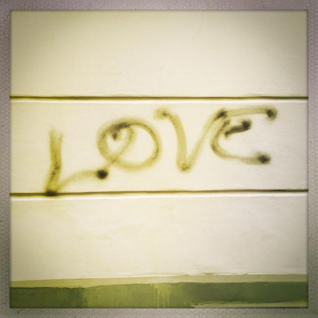 Love City. 11 Rue du Chemin Vert. 2:01pm.