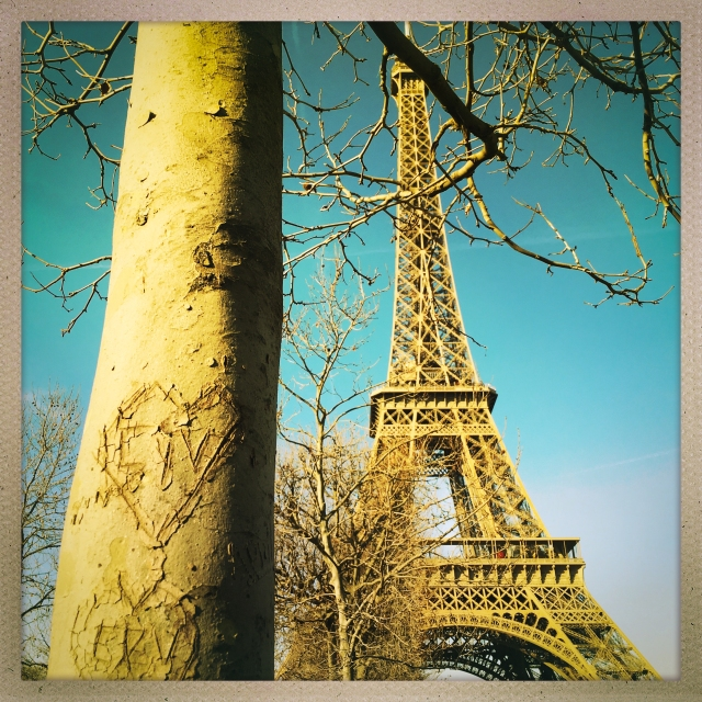 Love City. Parc du Champ-de-Mars. 1:37pm.