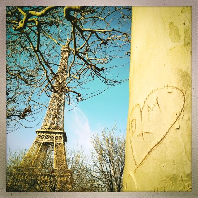 Love City. Parc du Champ-de-Mars. 1:42pm.